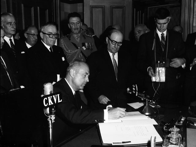 Paul Sauvé, during the administration of oaths to his Cabinet in 1959