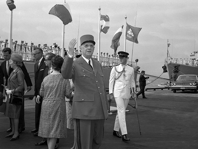 General de Gaulle upon his arrival at Anse-aux-Foulons