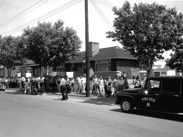 Protest by striking construction workers in Trois-Rivières in 1967
