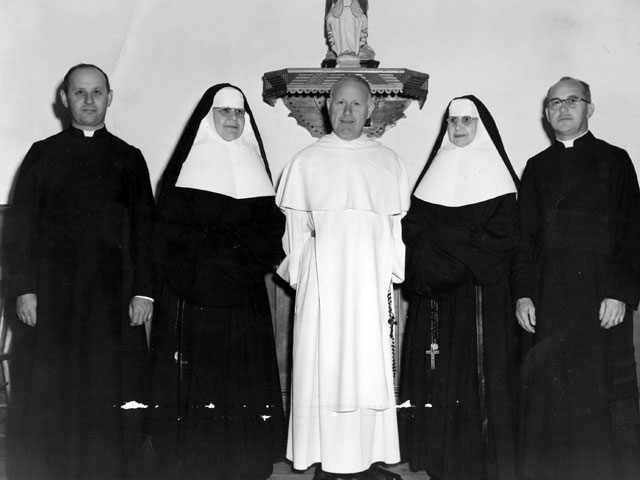 Abbé Maurice Lévesque, soeur Sainte-Jeanne de Chantal, révérend Père Georges-Henri Lévesque et abbé Ernest Lévesque
